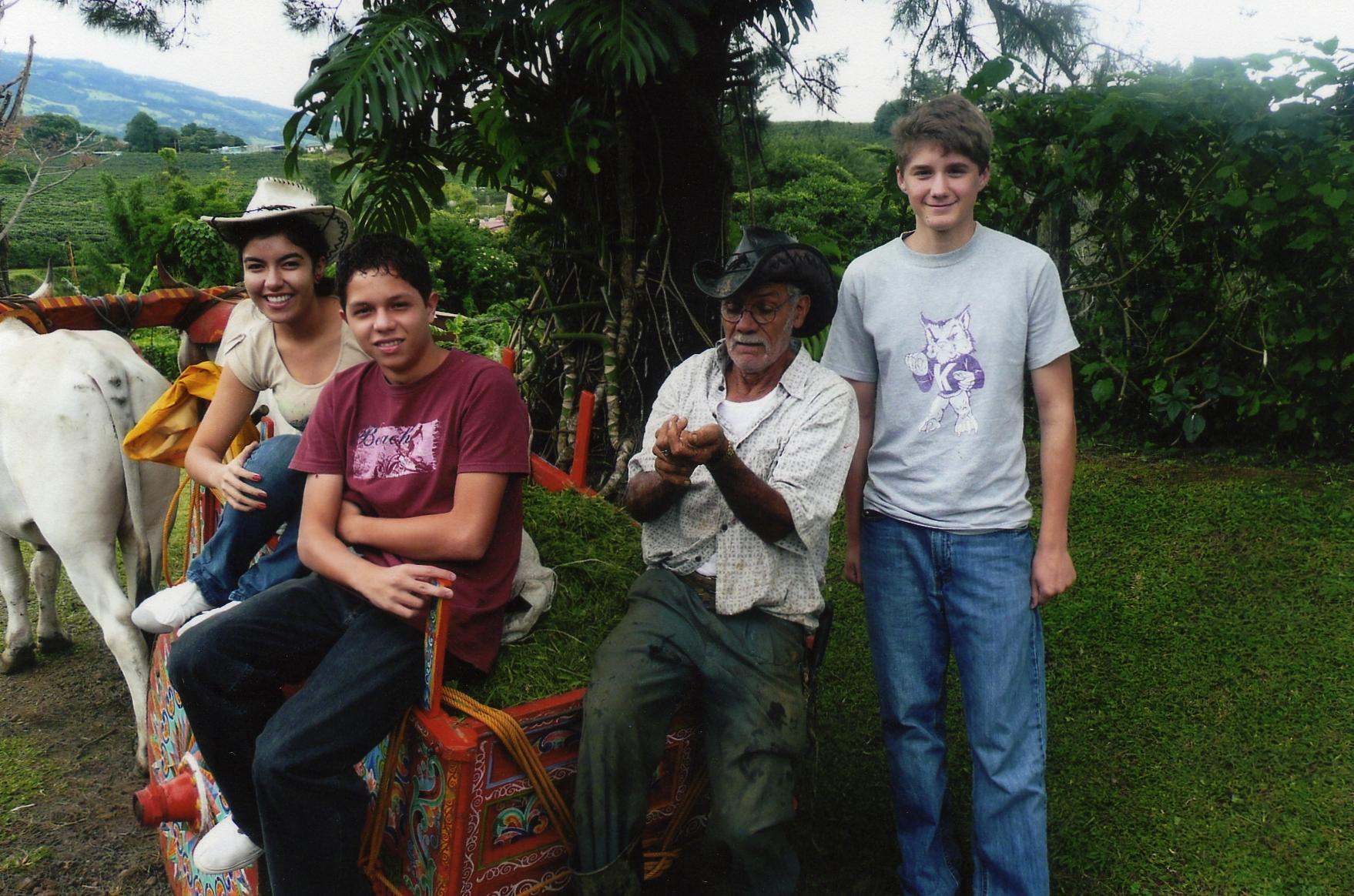 World Citizenship>Steuart Hensleigh with host family in Costa Rica.